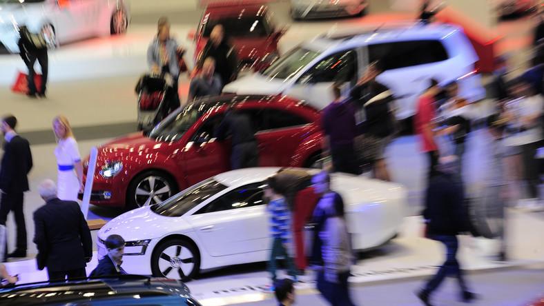Nasza sprzedaż w ubiegłym roku urosła i to dość znacznie, zarówno na całym światowym rynku, jak i w Polsce. Początek roku był jeszcze lepszy dla nas. Sprzedaż w pierwszych dwóch miesiącach urosła o ponad 40 proc. Wprowadzenie kolejnych nowych modeli w ciągu roku z pewnością ten rynek pozwoli nam ten wynik utrzymać. Chcemy, aby nasz udział w rynku wyniósł ponad 10 proc., czyli żeby co dziesiąty nowo sprzedany samochód był autem marki Volkswagen - mówi Tomasz Tonder z Volkswagen Group Polska. Jak podkreśla, oferta modelowa koncernu jest coraz bogatsza. W ubiegłym roku na rynku pojawiło się osiem nowych modeli, w tym będzie jedenaście.