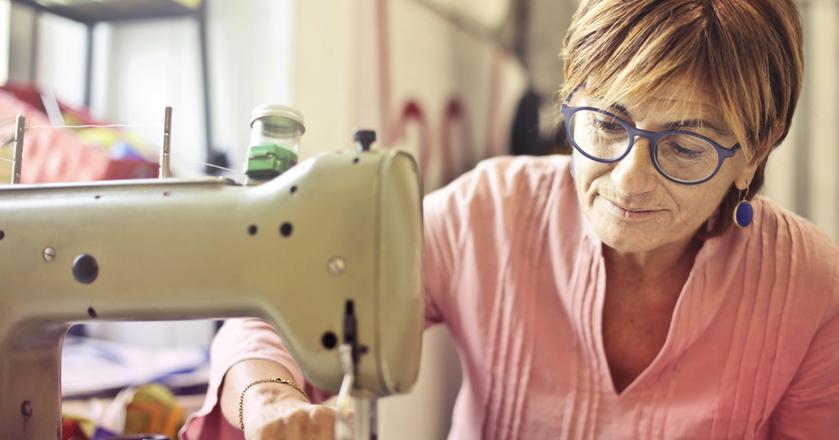 Emeryci stracą świadczenie, jeśli zarobią więcej, niż 130 proc. średniej pensji w Polsce.