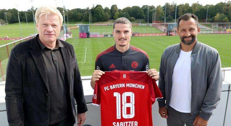 Bayern Munich new signing Marcel Sabitzer (C) flanked by club CEO Oliver Kahn (L) and sports director Hasan Salihamidzic (R) Creator: Alexander Hassenstein