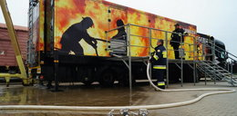 Strażacy ćwiczyli w ciężarówce