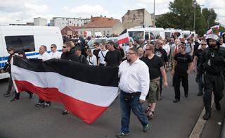 Ulicami Berlina przeszedł marsz neonazistów w 30. rocznicę śmierci Rudolfa Hessa