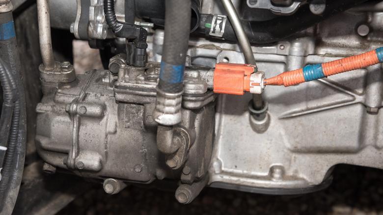 """Kompresor """"klimy"""" ma specjalną """"linię"""" zasilającą, wychodzącą z falownika – pracuje na 201 V."""