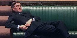 Polityk zasnął w parlamencie. Memy obiegły internet