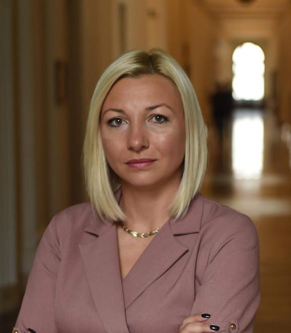 Mislim da se kriza može rešiti dijalogom i Stranka moderne Srbije će učiniti sve da tako i bude, kaže Tatjana Macura, lider SMS