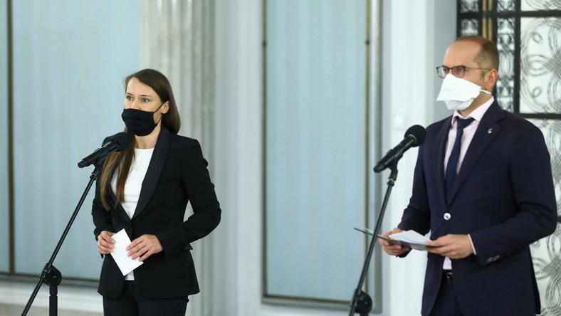 Posłowie KO Agnieszka Pomaska i Michał Szczerba