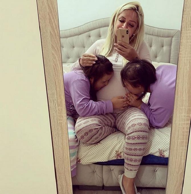 Ovako su Ilma i Ilda sa mamom čekale malu Inu