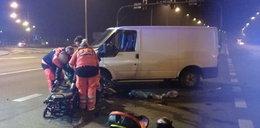 Motocyklista wbił się w busa. Kto zawinił?