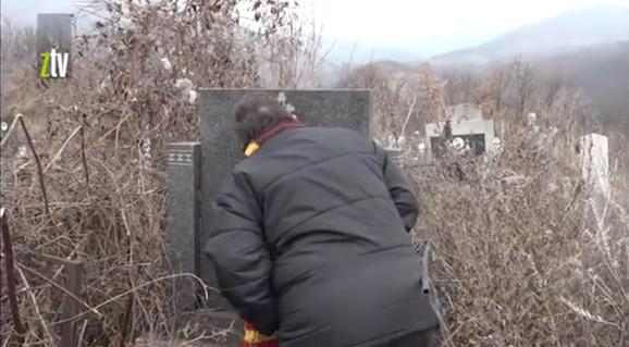 Mirjana Jovanović na grobu Zagorke Milenković