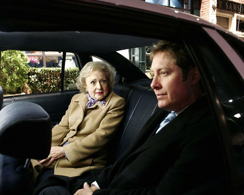 "James Spader i Betty White w ""Orłach z Bostonu"" (2004)"