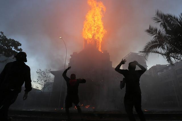 Paljenje crkve u Santjagu u oktobru