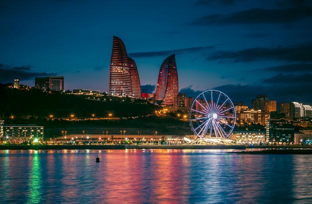 Baku nocą