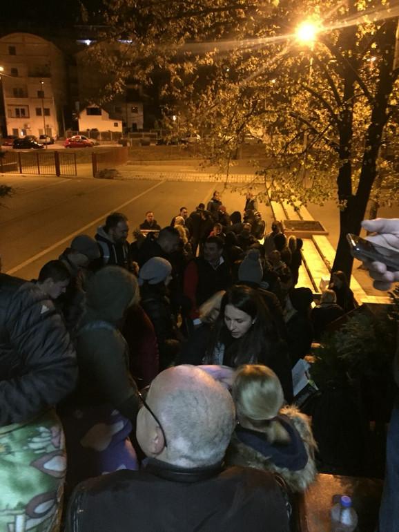 Mirijevci noćili ispred škole