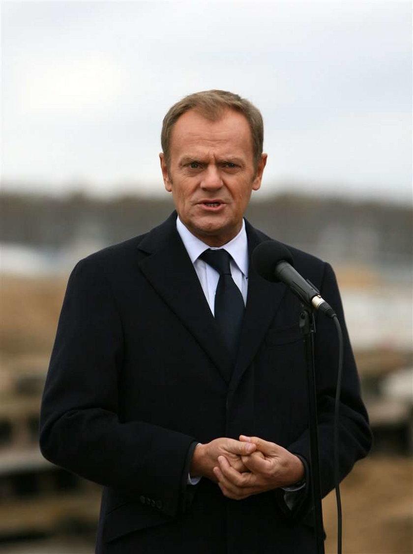 Donald Tusk otwierał uroczyście obwodnicę Gołdapi. Dziennikarze postanowili zadać mu masę pytań. Niestety premier nie wytrzymał do końca konferencji