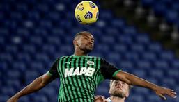 Sassuolo's Brazilian defender Marlon (C) has signed for Shakhtar Donetsk Creator: Filippo MONTEFORTE