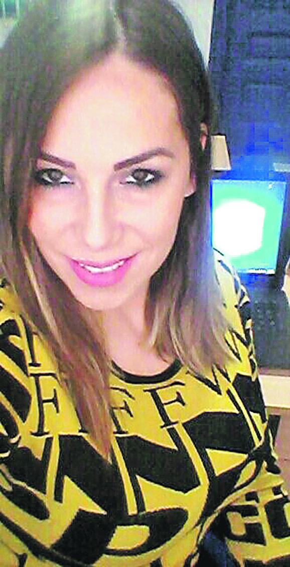 Odluku o rušenju frizeraja supruga Marije Lukić, Jutka i društvo proslavili su u kafani uz pesmu