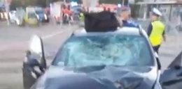 BMW wjechało na chodnik przy przystanku. Są ranni