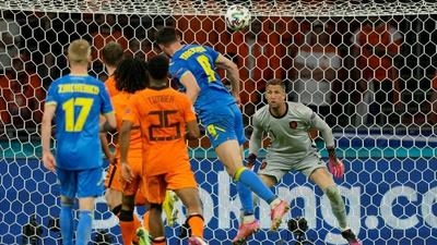 Dumfries gives Dutch dramatic win over Ukraine on return to big time