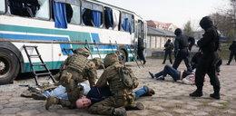 Porwali 28 turystów. Szturm policji