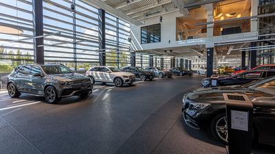 Na rynku brakuje nowych samochodów, a liczba chętnych rośnie