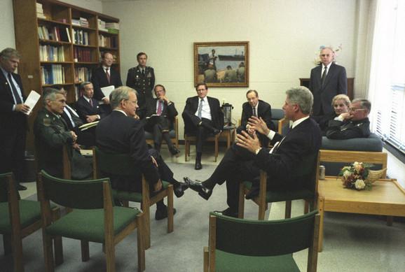 Klinton vodi kolegijum američke vojske i CIA tokom operacija u BiH