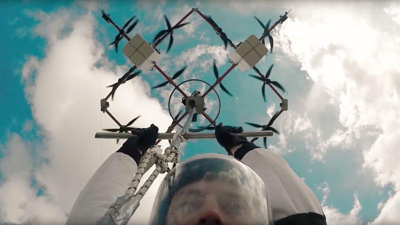 Aerones zaprezentował pierwszy spadochronowy skok z drona