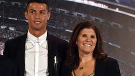 Mama Cristiano Ronaldo pochwaliła się zdjęciem z wnukami