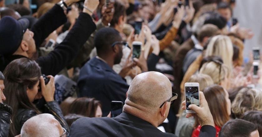 Biznesmeni, ludzie mediów, startupowcy - smartfon to już ich nieodłączny atrybut