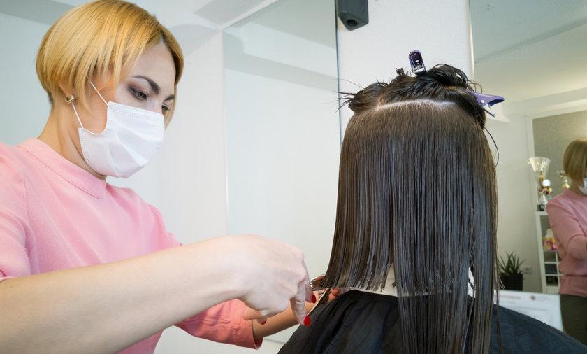 Nowe obostrzenia. Czy salony fryzjerskie i kosmetyczne zostaną otwarte?