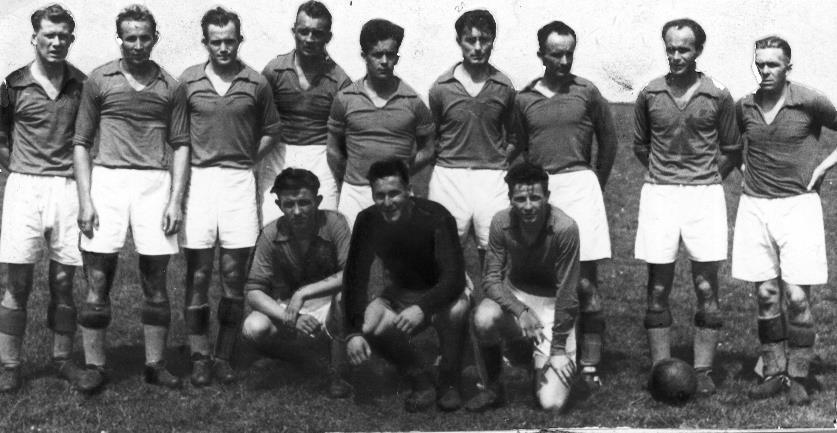 Drużyna Wisły Kraków w roku 1946. Leszek Snopkowski u góry, pierwszy z lewej