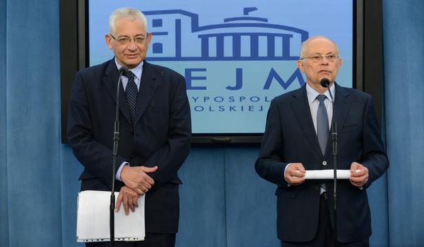Marszałkowie nawiązali do propozycji ubiegającego się o reelekcję prezydenta Bronisława Komorowskiego, który skierował do Sejmu projekt nowelizacji konstytucji umożliwiający wprowadzenie jednomandatowych okręgów wyborczych w wyborach do Sejmu