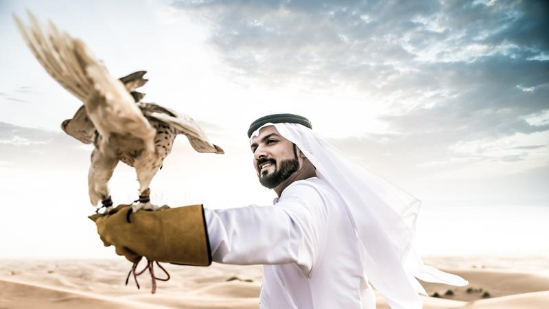 Mieszkaniec Kataru w tradycyjnym stroju