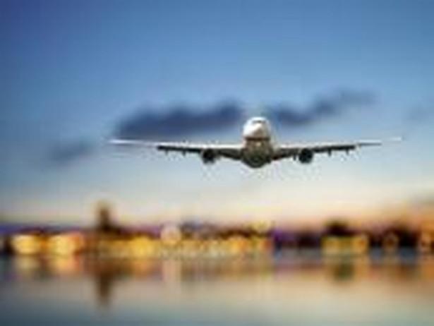 Spółka przypomina, że pasażerowie mogą na bieżąco sprawdzać status swoich rejsów na stronie www.lot.com.
