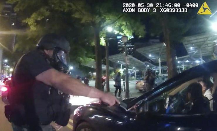 Policajci napali tinejdžere