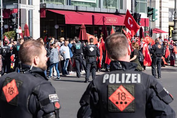 Protesti blizu hotela u kojem će boraviti turski predsednik