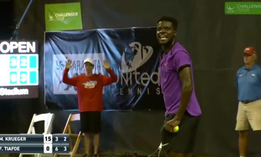 Głośny seks przy meczu tenisa