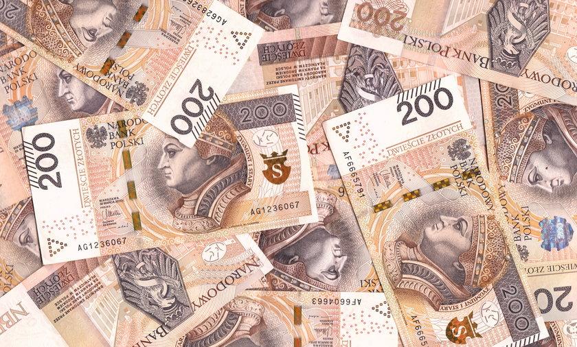 Do wygrania w loterii szczepionkowej mają być miliony złotych. Na razie organizator odnotował jednak opóźnienie.