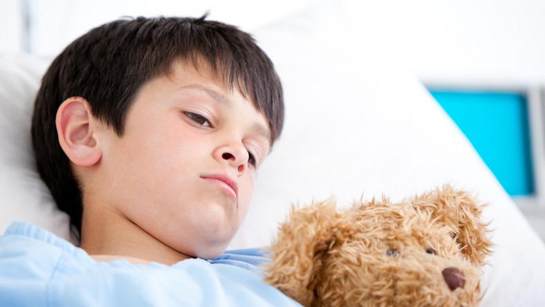 Troje dzieci trafiło do szpitala w Krakowie po spożyciu żrących środków chemicznych