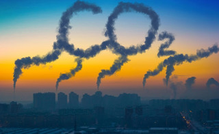 Firmy płaczą i płacą w ETS. Dwutlenek węgla drogi jak atomówka