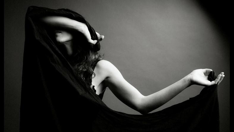 "Marissa Nadler na okładce albumu ""Strangers"""