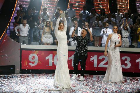 Džejla Ramović POKLONILA NAGRADU koju je dobila u finalu Zvezda Granda: Evo u čije ruke je otišla!