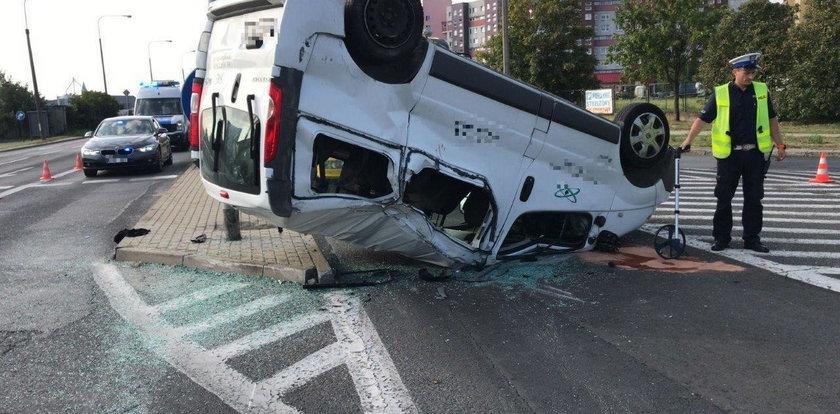 Bus dachował w Opolu. Wielu rannych