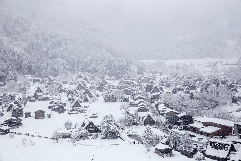 Japońska wioska pełna śniegu