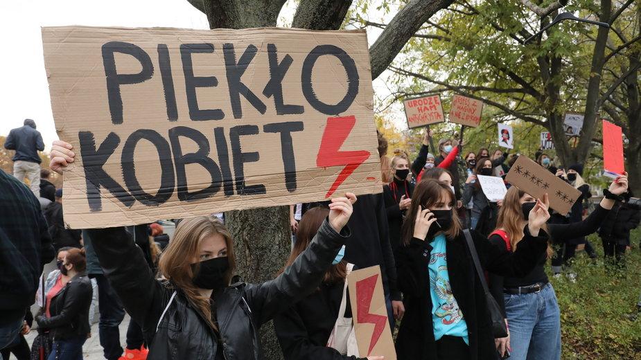 Protest przed gmachem Sejmu w Warszawie
