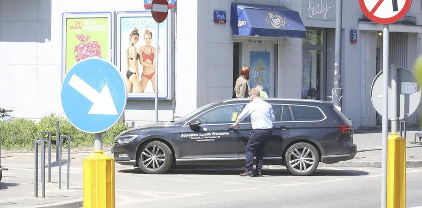 Znany aktor tak zaparkował auto. Wstyd!