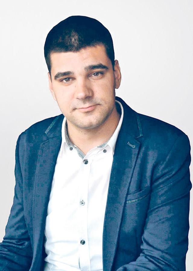 Msr Dušan Stefanović je lingvista sa  Filozofskog fakulteta u Kosovskoj Mitrovici