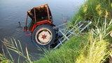 Traktorzysta wpadł do stawu z ciągnikiem. Nie żyje