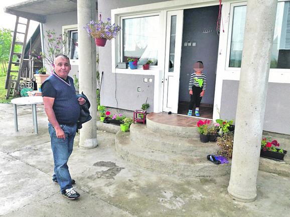 Komšija Božin Simić, jedan od očevidaca napada, još ne može da dođe sebi. On kaže da je Nenad Ronić čovek preke naravi