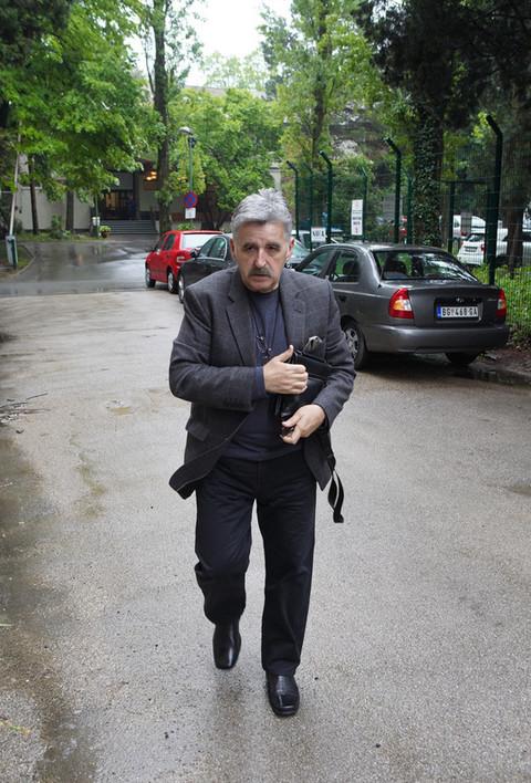 ŠOK: Dragan Stojković Bosanac snimljen kako URINIRA na putu!