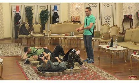 Svi muški učesnici Parova idu bez problema u gaćama po vili, osim njega: Evo i zašto!