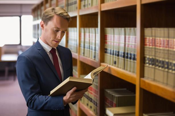 133 - tyle stanowisk asesorskich w prokuraturze pozostaje obecnie nieobsadzonych.